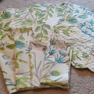 Set of 4 placemats and for napkins